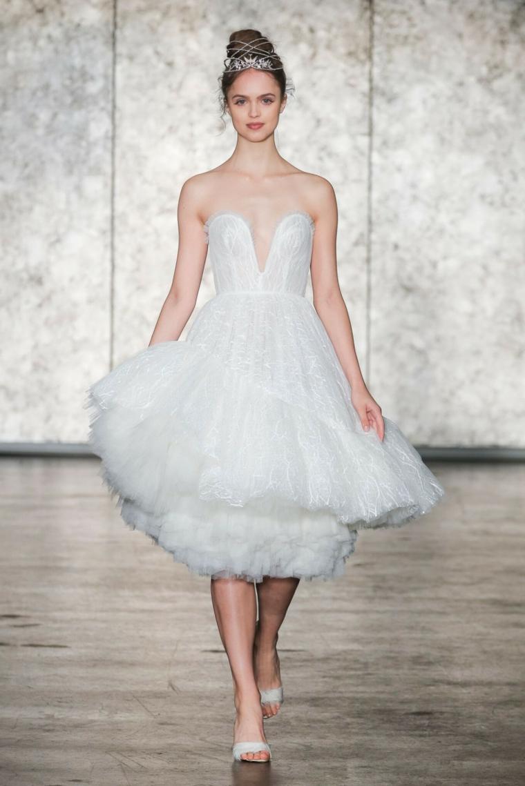 Modella vestito da sposa, vestiti da sposa corti, abito con scollo V, gonna in tulle bianco