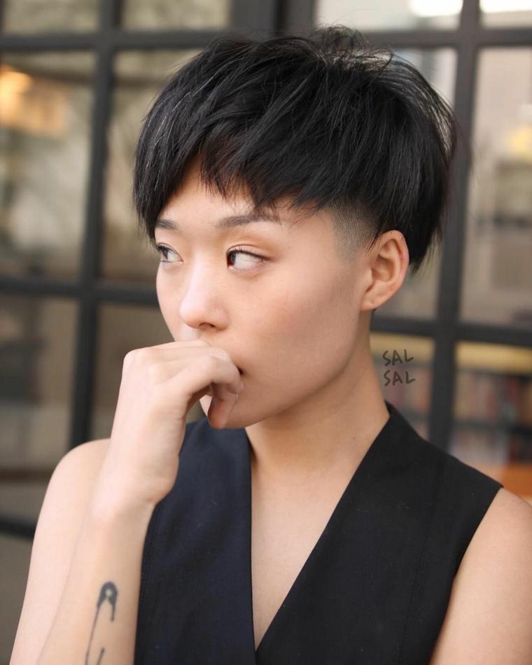 Taglio capelli corti donna, acconciatura con rasato, capelli rasati ai lati