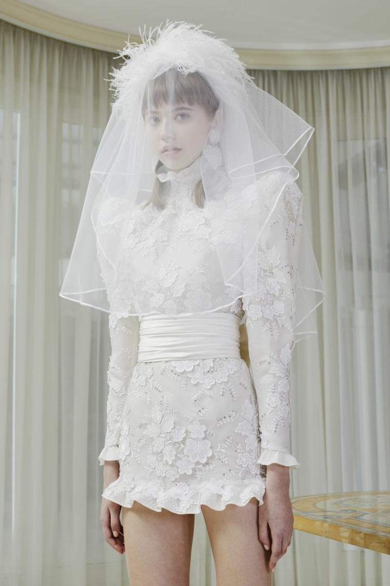 Donna con velo bianco, vestito sposa di Alessandra Rich, vestito matrimonio civile