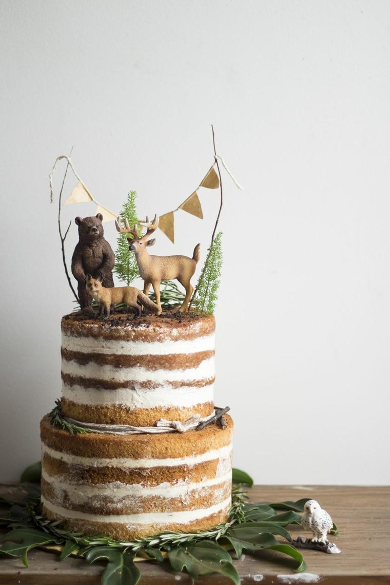 Torta compleanno bimba, torta a due piani, topper torta con animali, ghirlanda colore oro