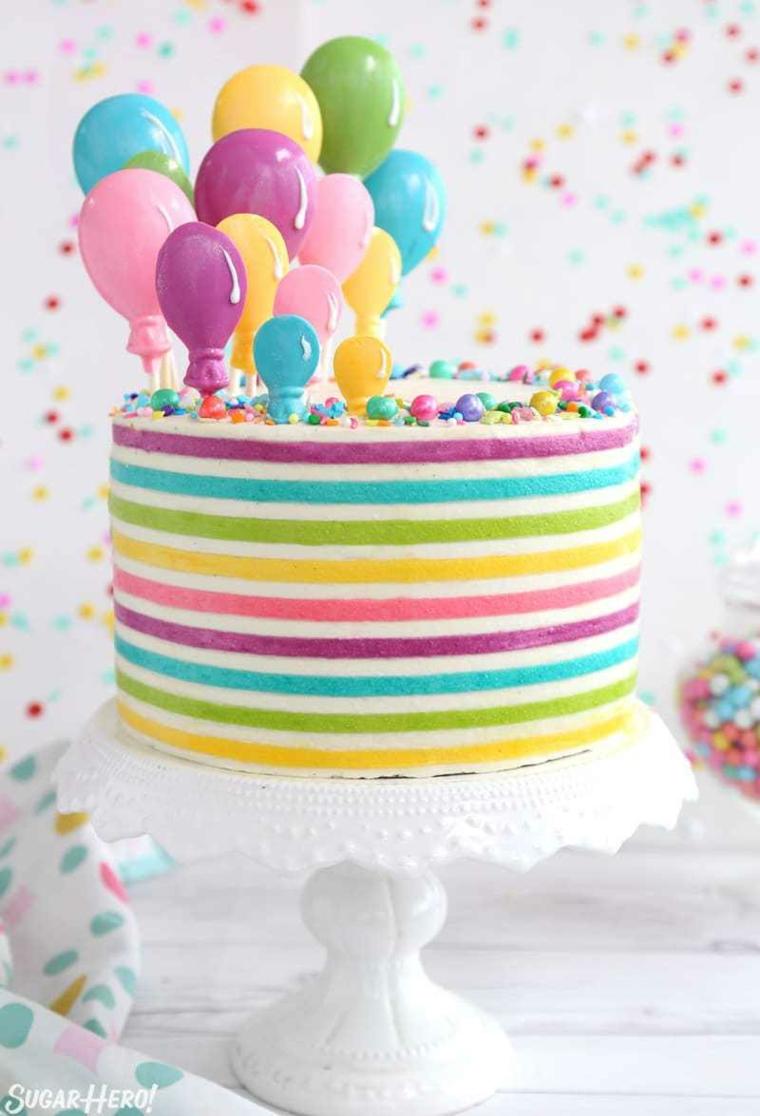 Torte di compleanno per bambini decorate, torta arcobaleno colorata, topper con palloncini