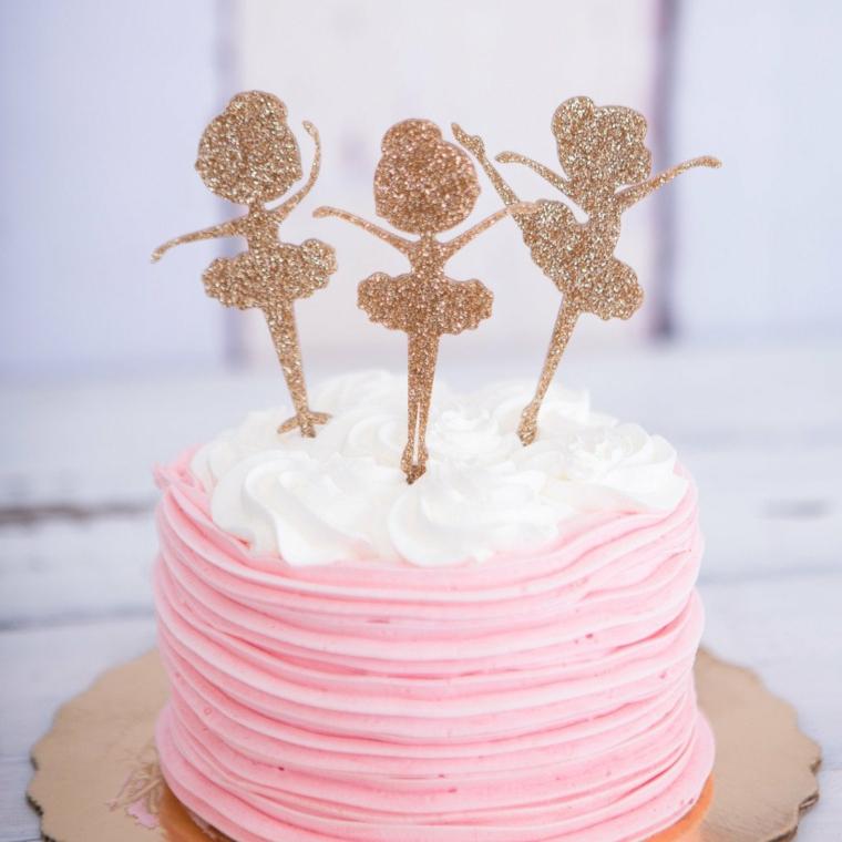 Torta compleanno bimba, topper torta ballerine, decorazione con panna montata rosa