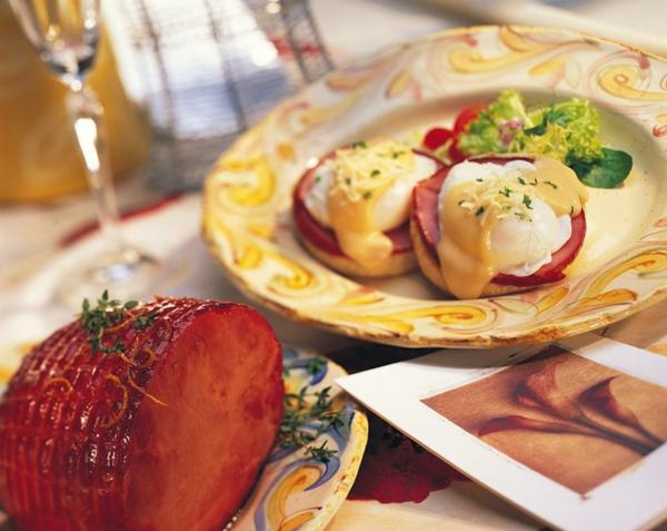 Ricette antipasti sfiziosi, panino con uomo in camicia, fette di carne