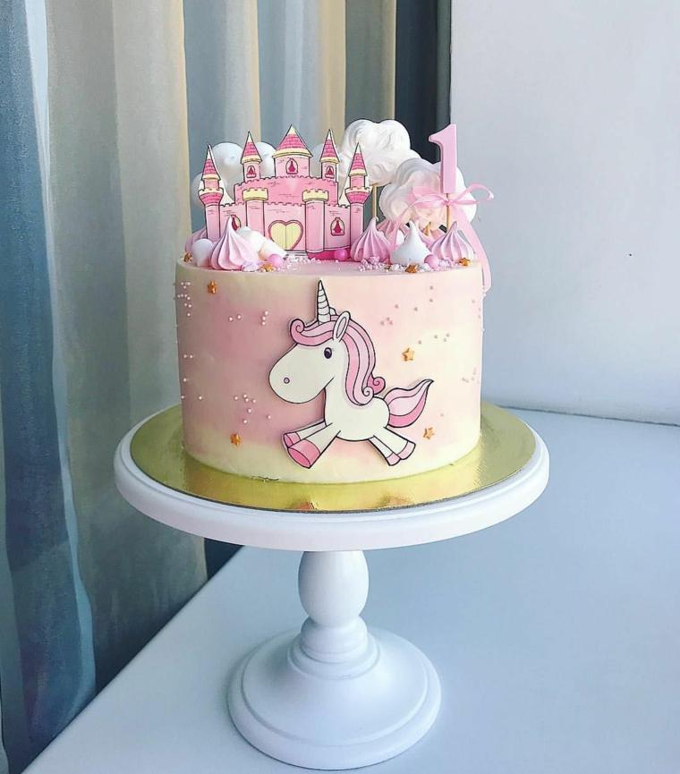 Torte di compleanno facili da fare in casa, cake con unicorno, decorazioni con topper