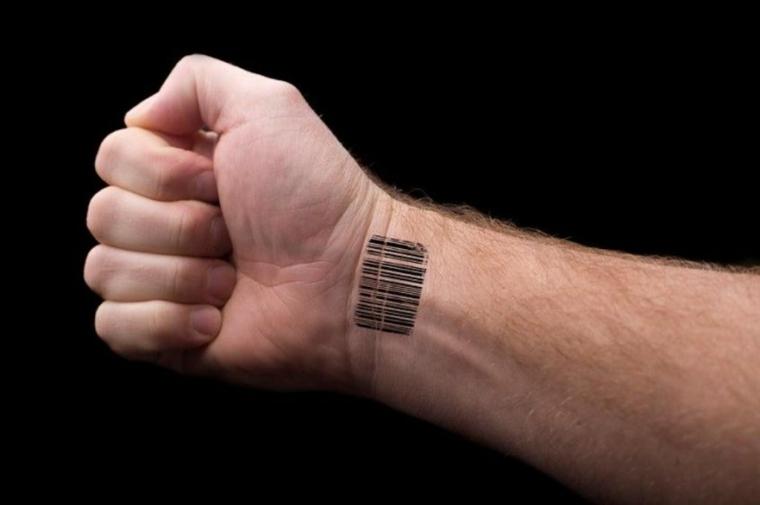 Disegno codice a barre, uomo con tattoo sul polso, tatuaggi avambraccio uomo