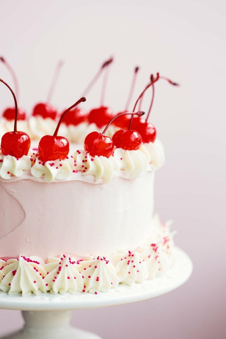 Torte bellissime, torta ricoperta con crema pasticcera, decorazione torta con ciliegie