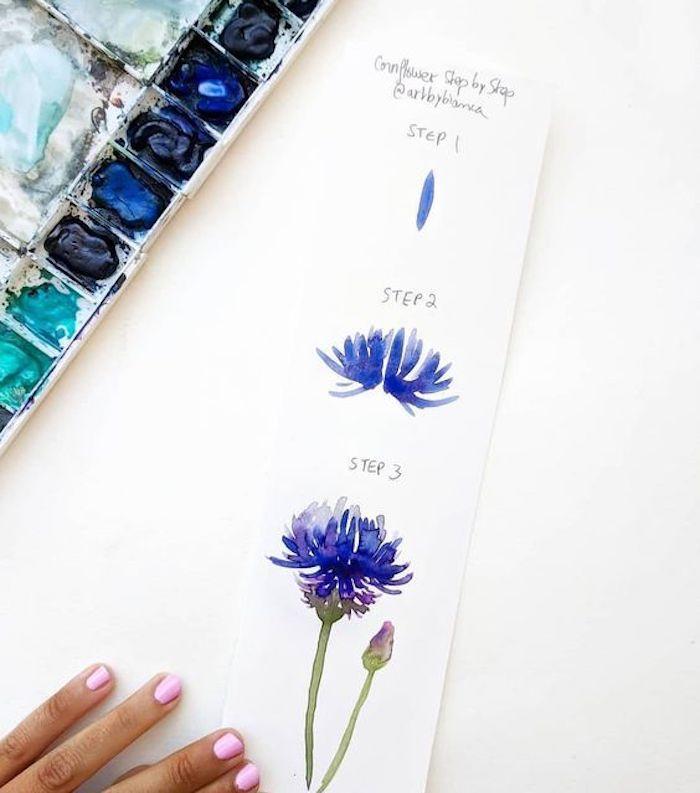 Fiore con petali blu, disegni belli ma facili, palette colori acquarello, mano donna con smalto
