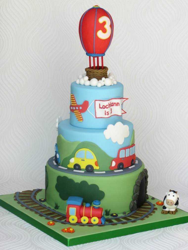 Torte di compleanno per bambini maschi, torta a tre piani, torta decorata con macchine