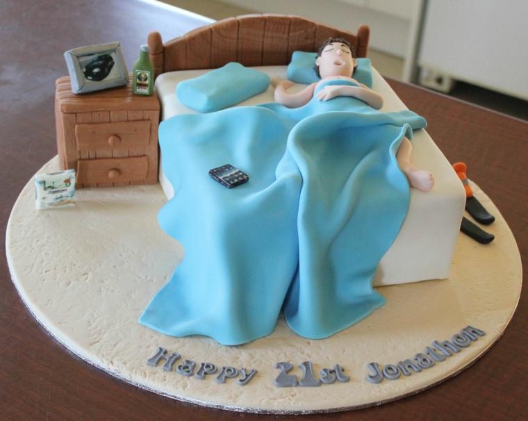 Torte di compleanno maschili, torta decorata con pasta di zucchero, torta ragazzo 21 anni