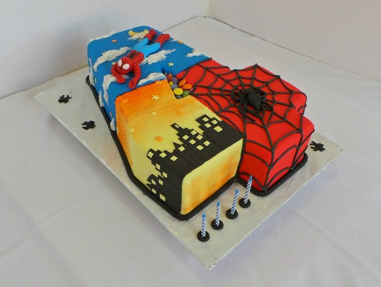 Dolce ricoperto con pasta di zucchero, torta spiderman bibmo 4 anni, torte di compleanni maschili