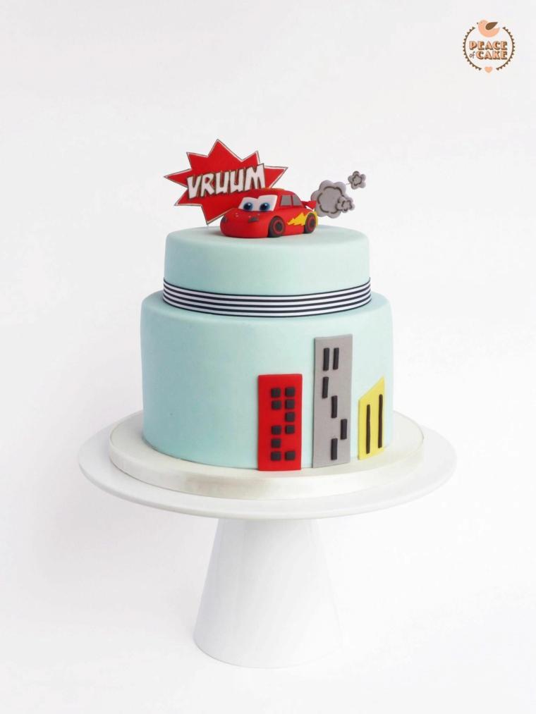 Torte di compleanno maschili, torta ricoperta con pasta di zucchero, torta bimbo Cars