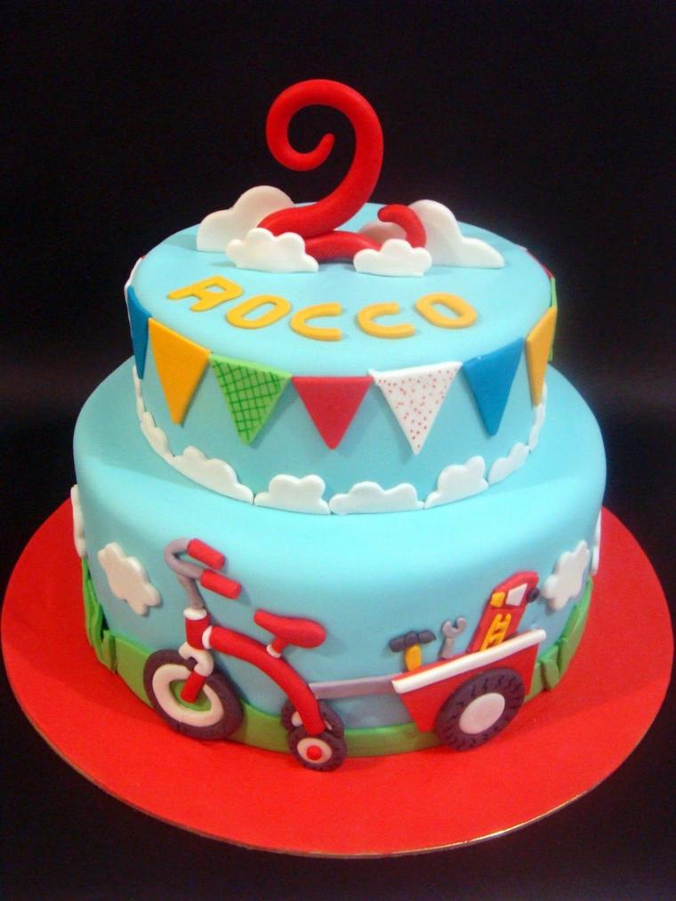 Torte di compleanno per bambini maschi, torta ricoperta con pasta di zucchero, torta bimbo 2 anni