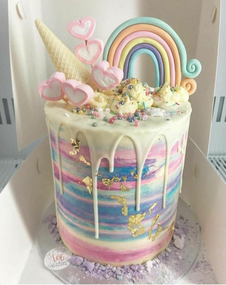 Torte di compleanno facili da fare in casa, torta alta con topper, decorazione torta arcobaleno