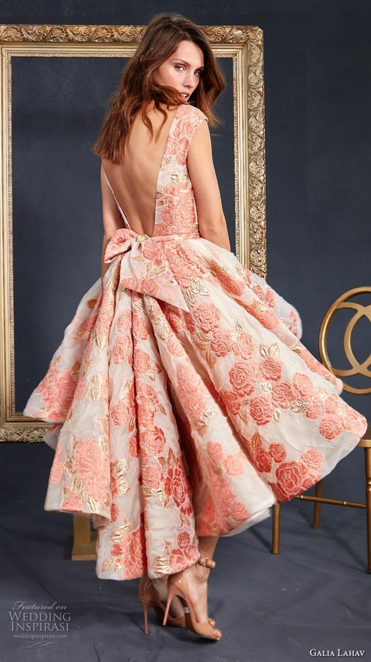 Abiti da sposa semplici, vestito con stampe floreali, gonna a strati, vestito con schiena scoperta