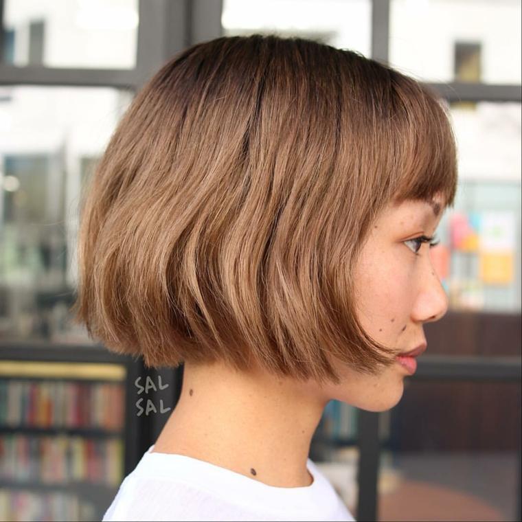 Piega capelli corti, taglio capelli caschetto, acconciatura con frangia, capelli taglio bob