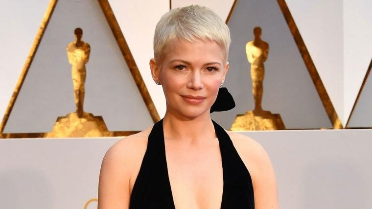Attrice premiazioni Oscar, capelli taglio pixie, donna con abito scollo V