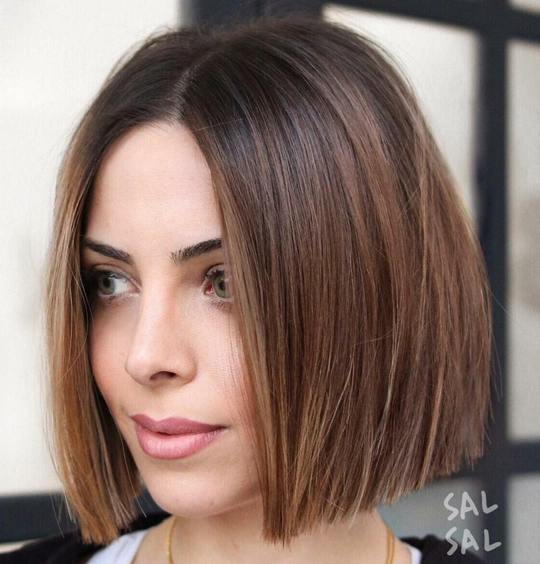 Taglio long bob pari, colore capelli castani, piega capelli corti, pettinatura capelli lisci