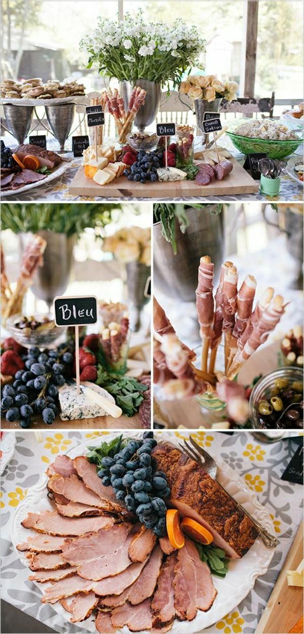Piatti freddi estivi, buffet con cibo, piatto con affettati, lavagnette con scritte