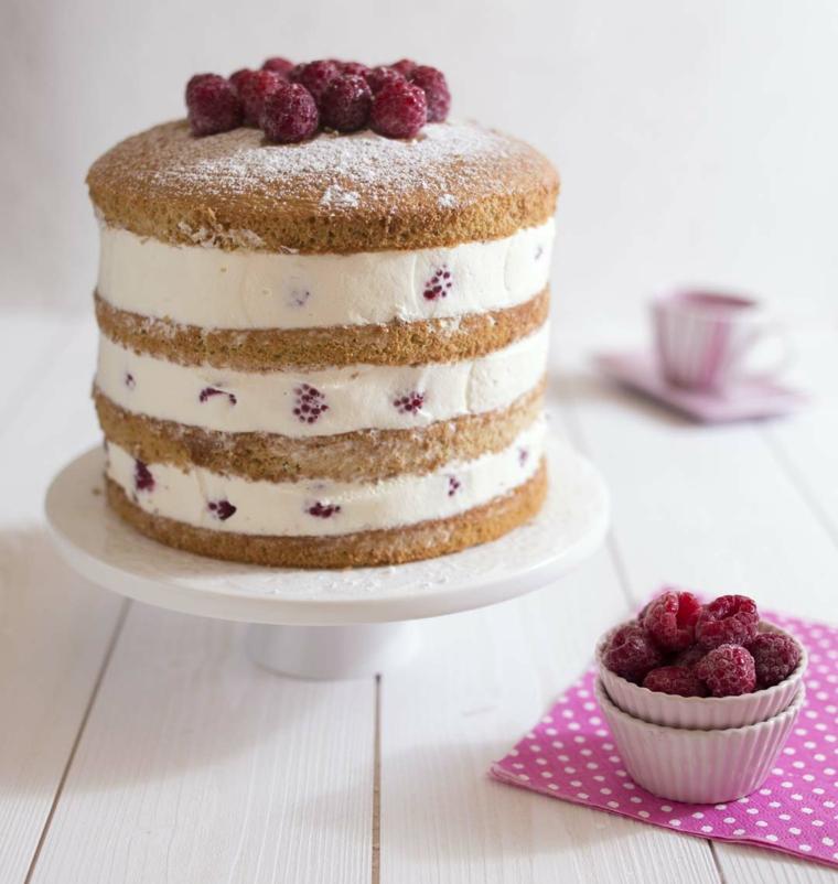 Immagini di torte bellissime, torta a strati, decorazione torta con mirtilli congelati