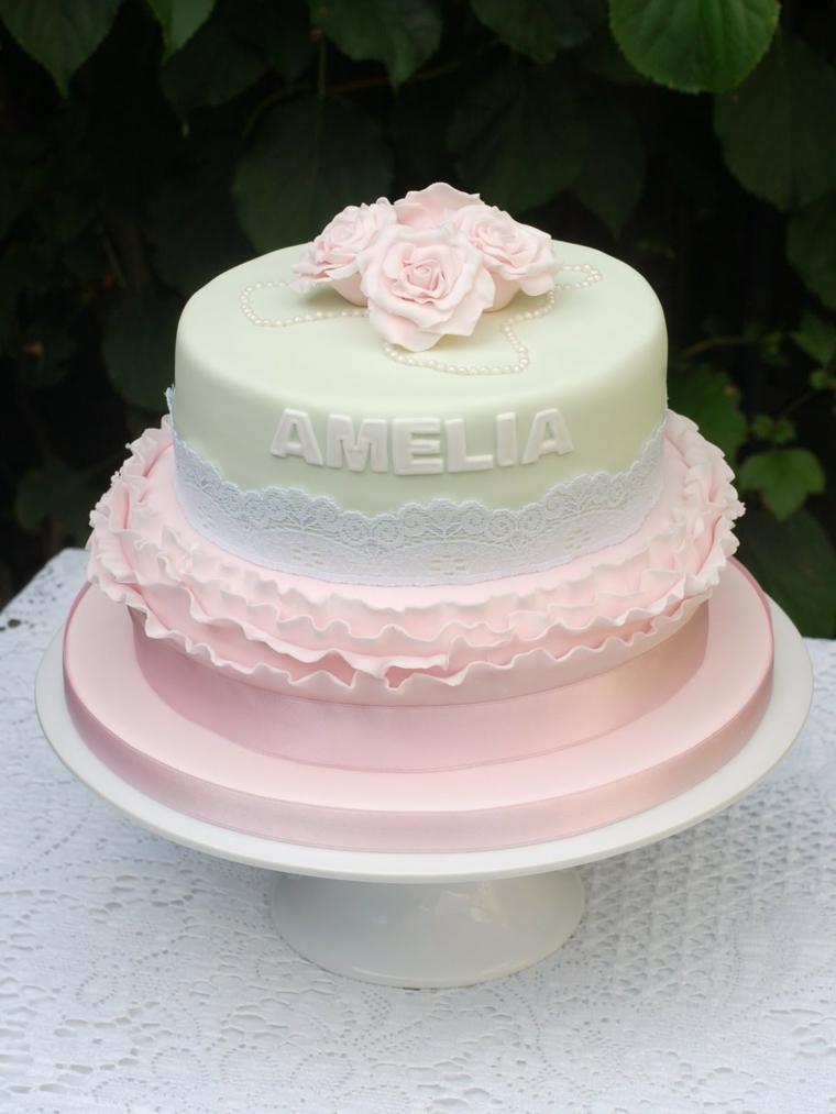 Decorazione torta con rose, scritta nome Amelia, torta a due piani