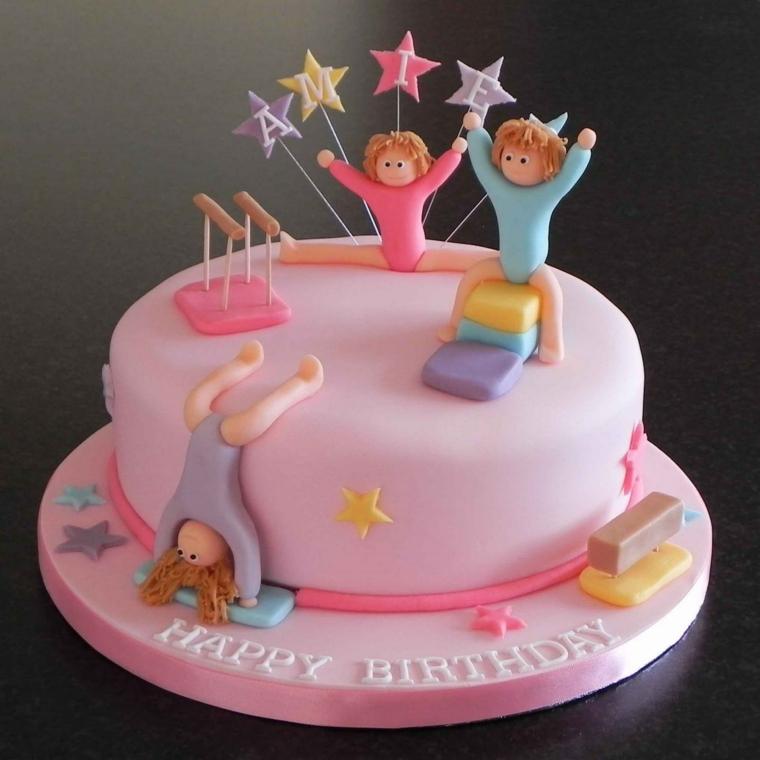 Torte bellissime, torta con pasta di zucchero rosa, topper con stelle e lettere