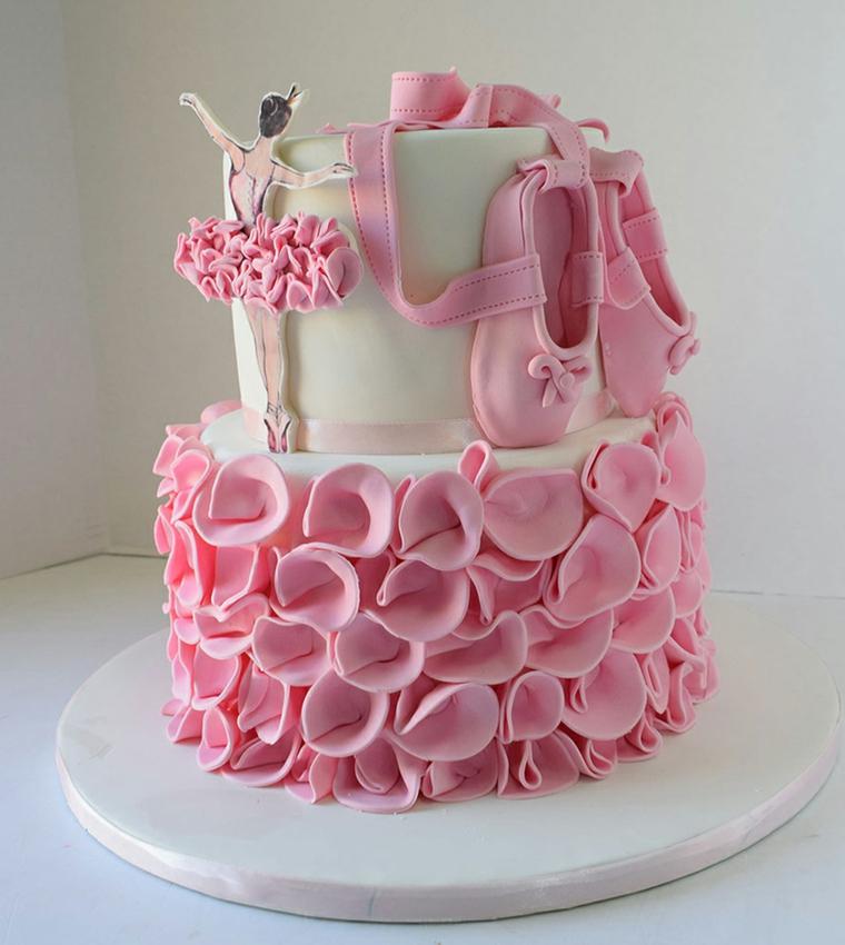 Torta a due piani, decorazione con pasta di zucchero, decorazione torta ballerina e scarpette