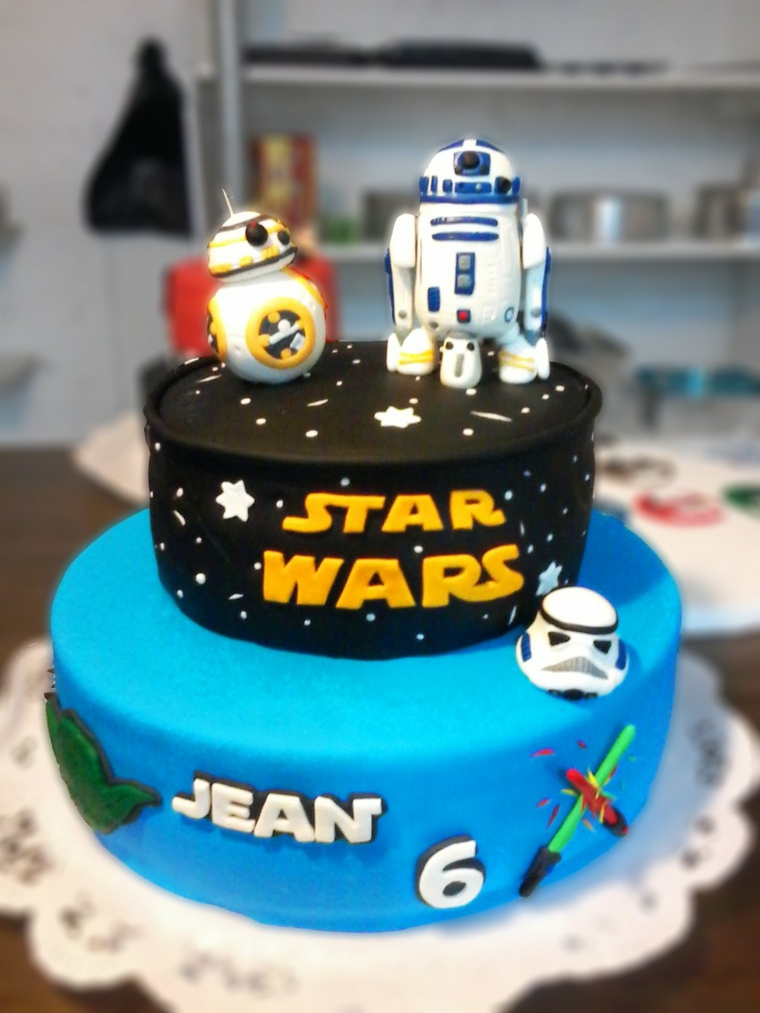 Torte di compleanno per bambini decorate, torta bimbo Star Wars, pasta di zucchero nera e blu