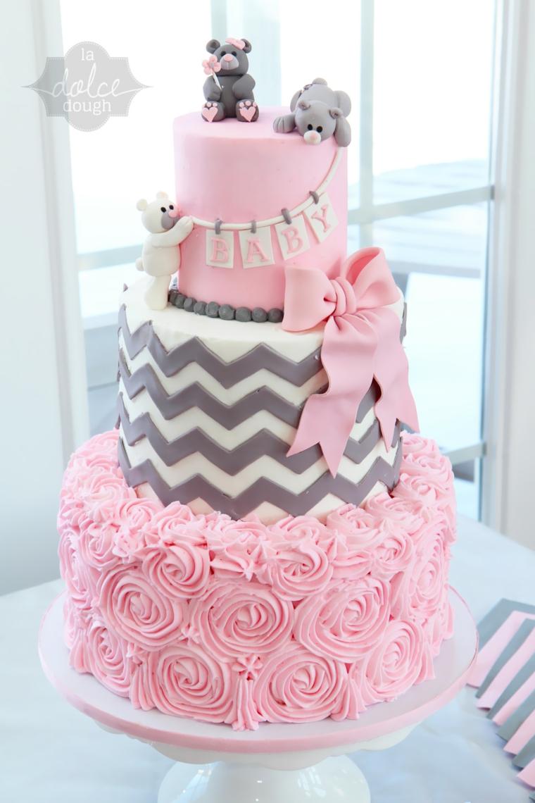 Torte bellissime, torta di compleanno a tre piani, decorazione torta con pasta di zucchero rosa