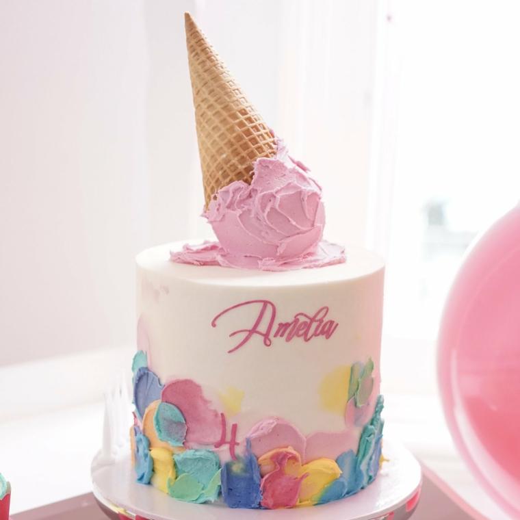 Topper per torta cono gelato, torta alta con crema pasticcera, torta per bimba di 4 anni