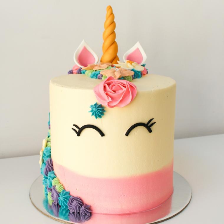 Immagini torte di compleanno da scaricare, torta design unicorno, decorazioni con crema pasticcera colorata