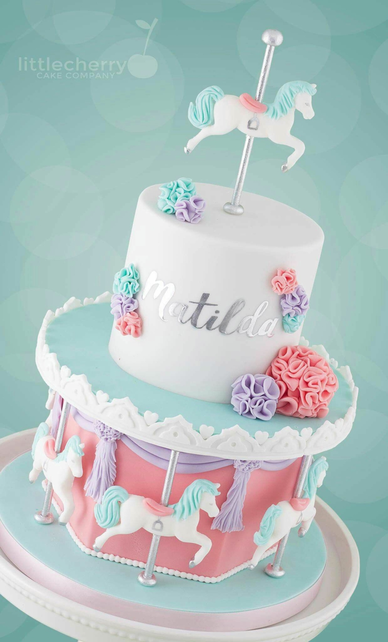 Immagini torte compleanno da scaricare, torta a due piani, scritta nome, topper cavallo carillon