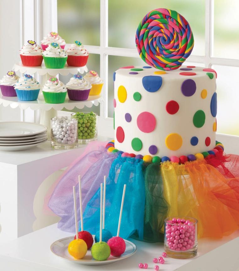 Decorazione torta con lecca lecca, torte di compleanno per bambini decorate, torta con pasta di zucchero