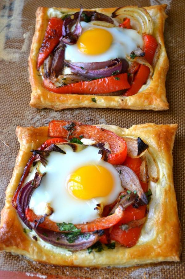 Piatti freddi estivi, torta salata, tortine con uovo al tegamino, peperoni grigliati