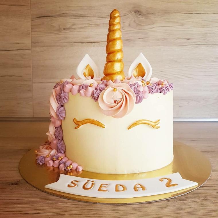 Idea per torta ragazza, torta forma unicorno, decorazioni torta con panna colorata