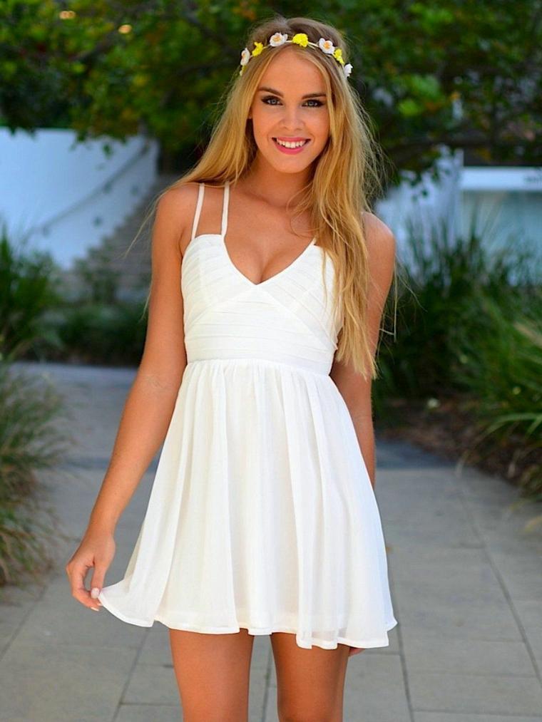 Abito sa sposa colore bianco, semplice abito da matrimonio, cerchietto capelli con fiori