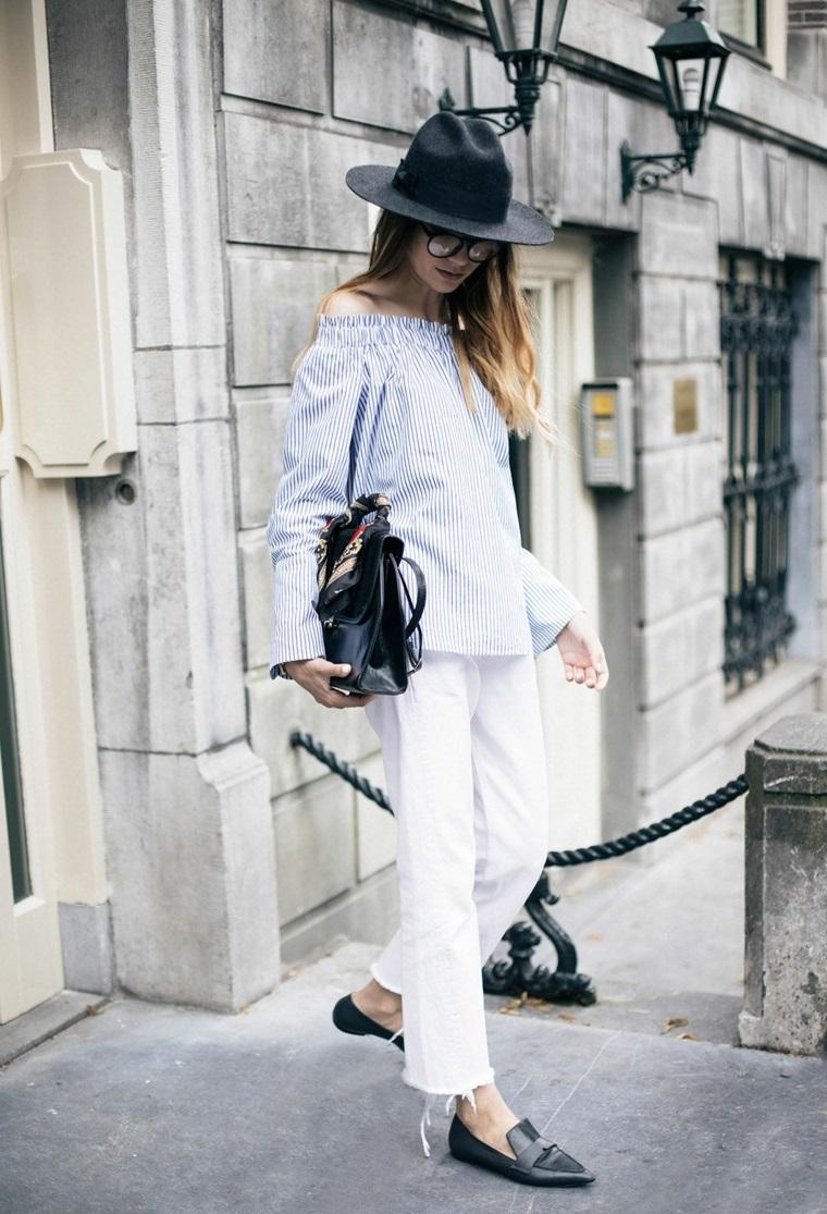 Tendenze autunno inverno 2019, donna con cappello, pantalone bianco in jeans