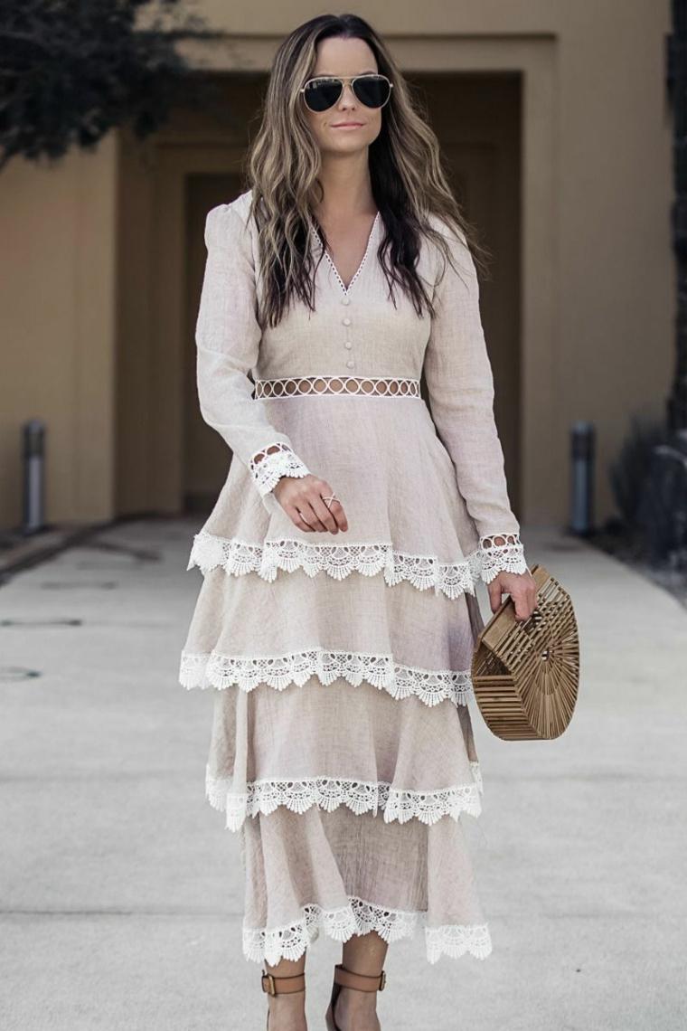 Collezione autunno inverno, abito bianco a strati, donna con capelli sciolti, capelli lunghi e mossi