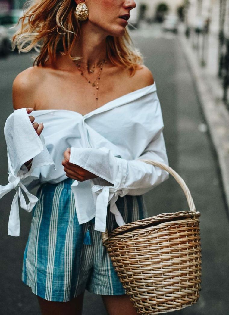 Capelli corti ondulati, acconciatura taglio caschetto, ragazza con camicia bianca, borsa secchiello