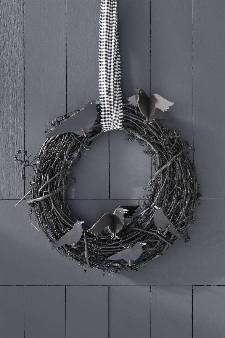 Corona con rami neri, uccelli neri di legno, ghirlanda da appendere alla porta, lavoretti Halloween