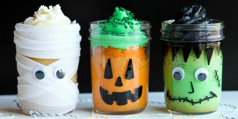 Addobbi Halloween fai da te, barattoli di vetro con dolci, travestimento con mummia e Jack O'Lantern