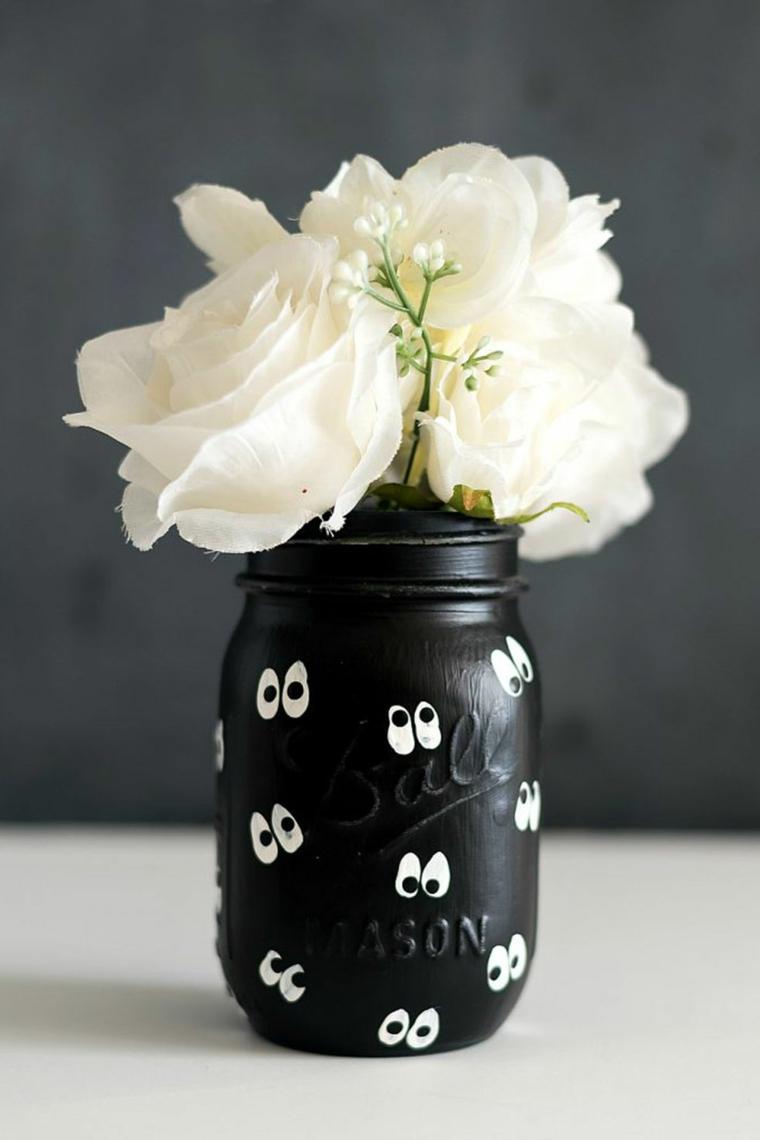 Lavoretti Halloween, barattolo di vetro dipinto, vaso con rose bianche