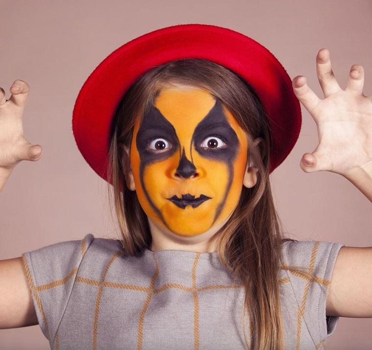 Trucco bimba da zucca, cappello di colore rosso, make up per Halloween