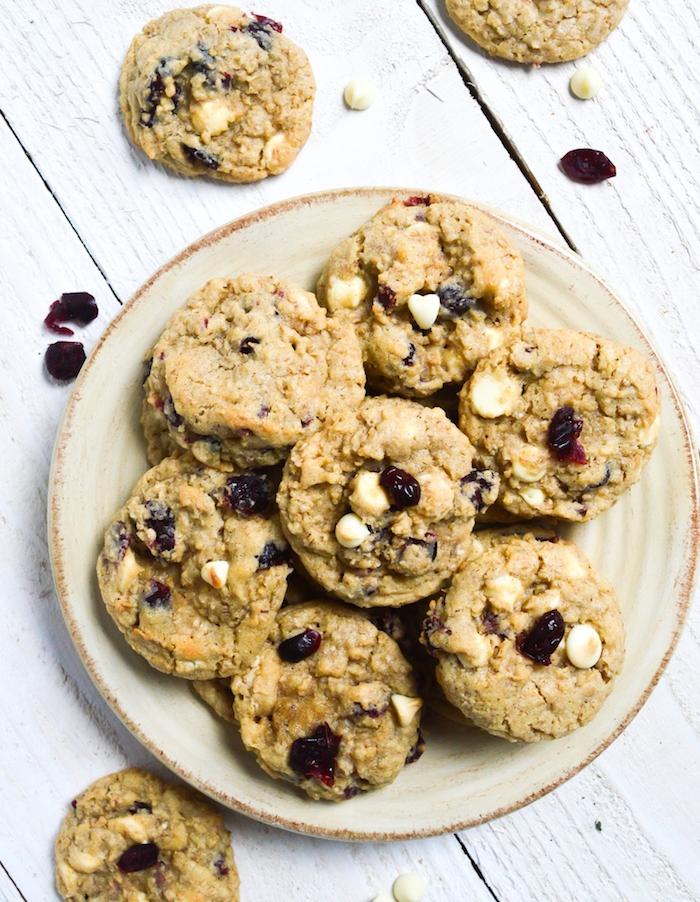 Ricetta biscotti morbidi, ingredienti per biscotti, biscotto con gocce di cioccolato bianco