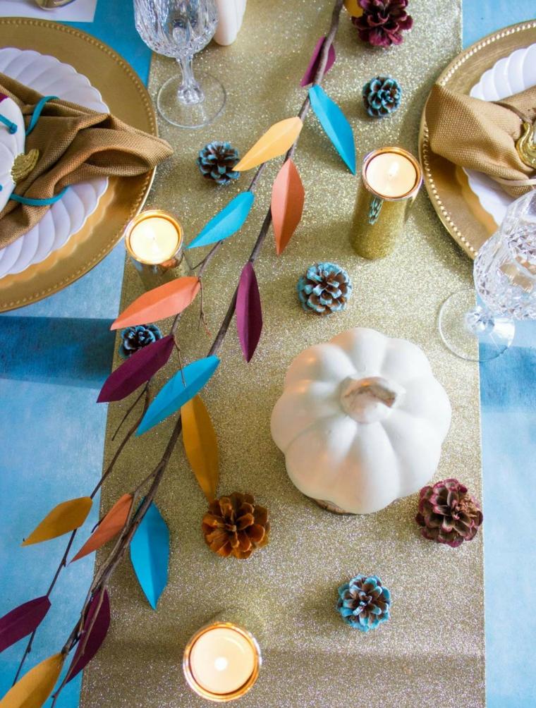Centrotavola con pigne, ramo con foglie finte, tavola apparecchiata, lavoretti autunno