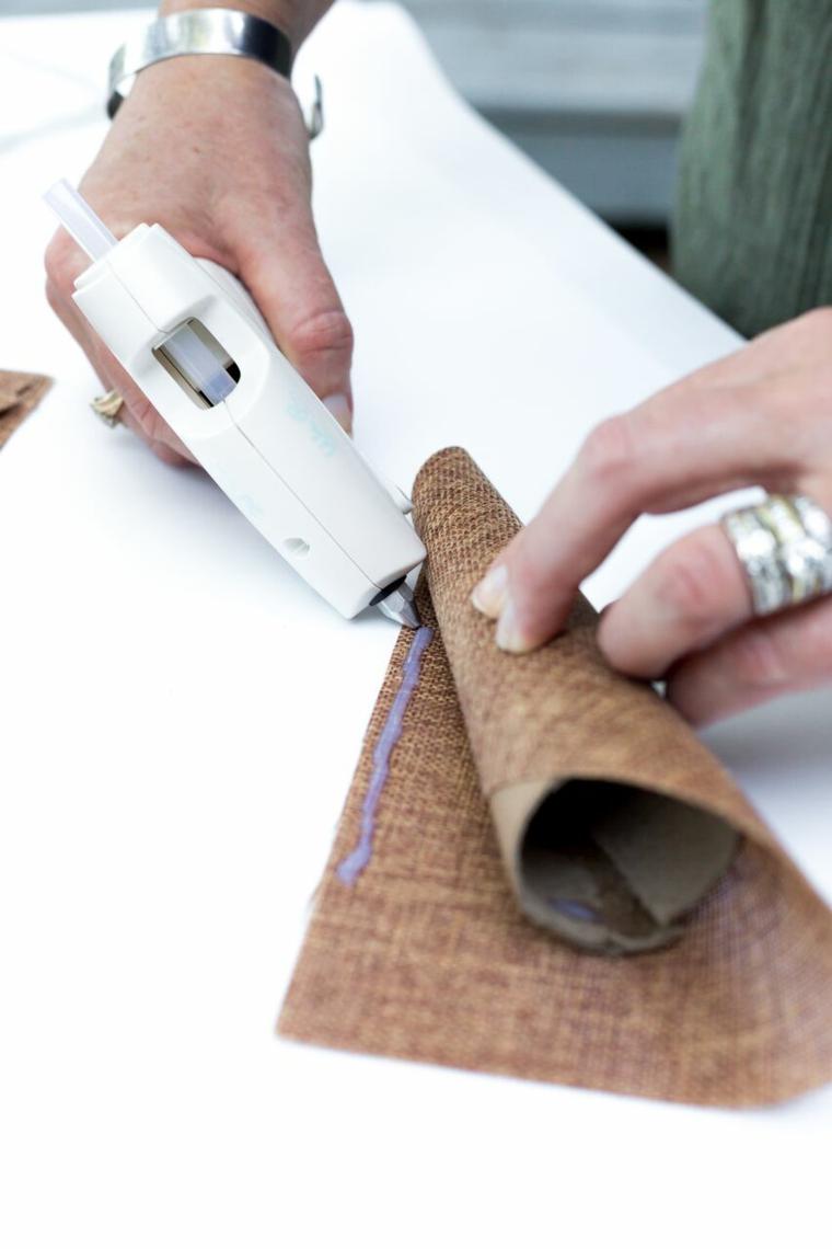 Fissare con colla, foglio di tela marrone, tutorial segnaposto autunno