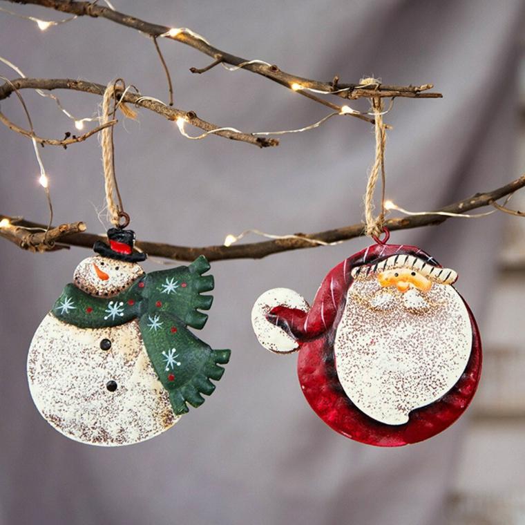 Decorazioni di Natale in gesso, addobbi da appendere, filo con lucine, composizioni natalizie
