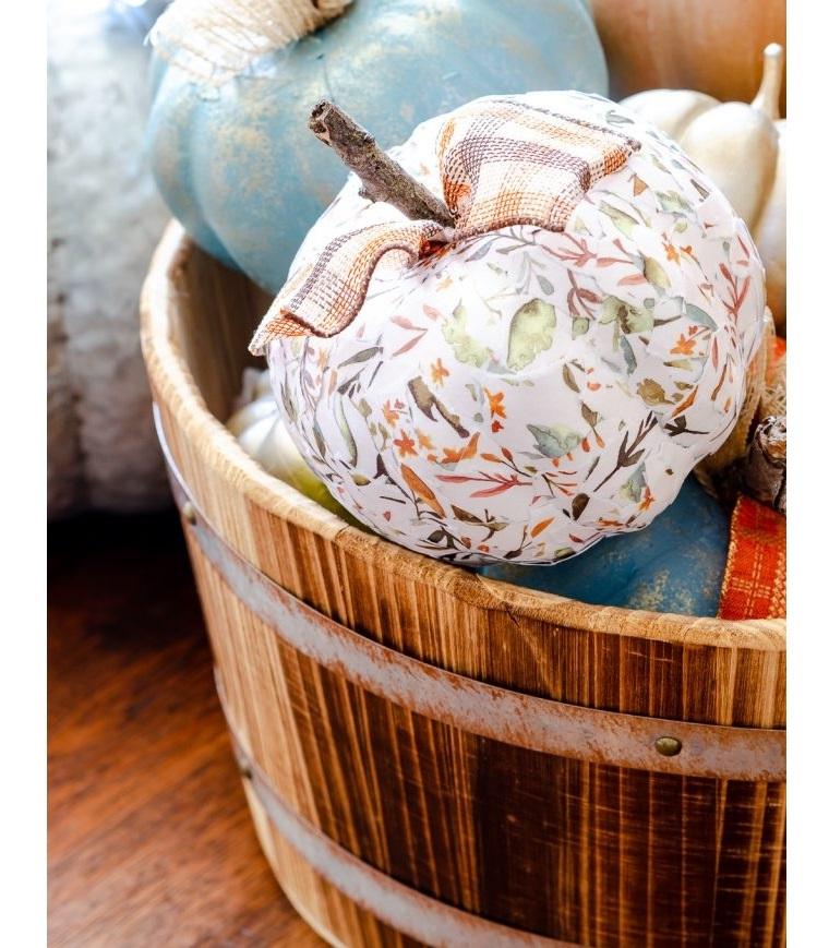 Secchio di legno, zucca decorata con decoupage, decorazioni Halloween fai da te semplici
