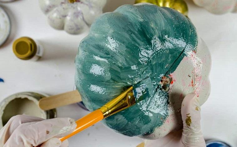 Addobbi di Halloween, zucca di plastica finta, dipingere una zucca, vernice di colore verde