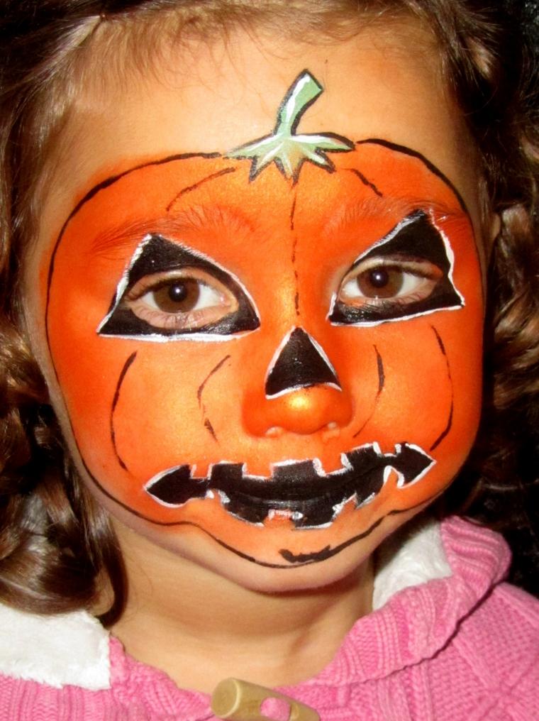 Bimba truccata come zucca, trucco bimba per Halloween, disegno zucca arancione