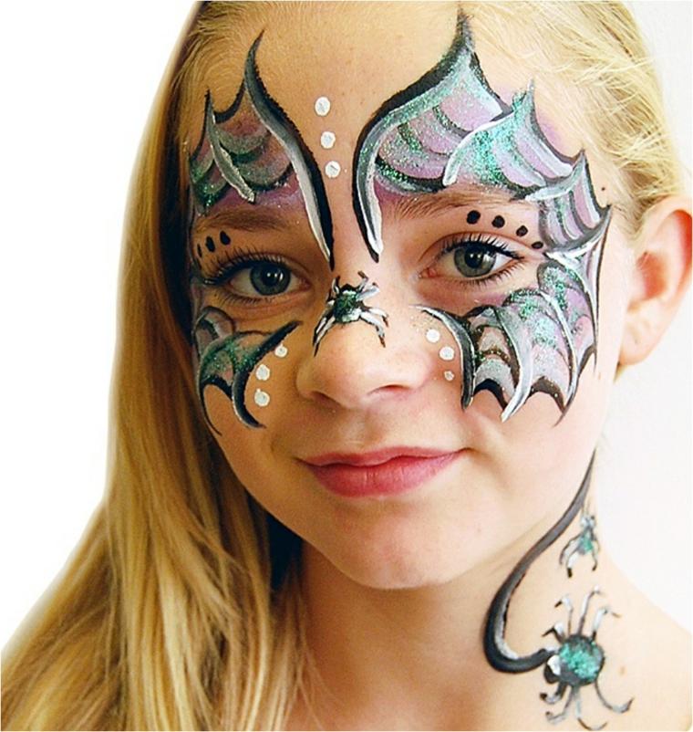 Bimba travestita da farfalla, disegno sul viso, trucco Halloween bambina